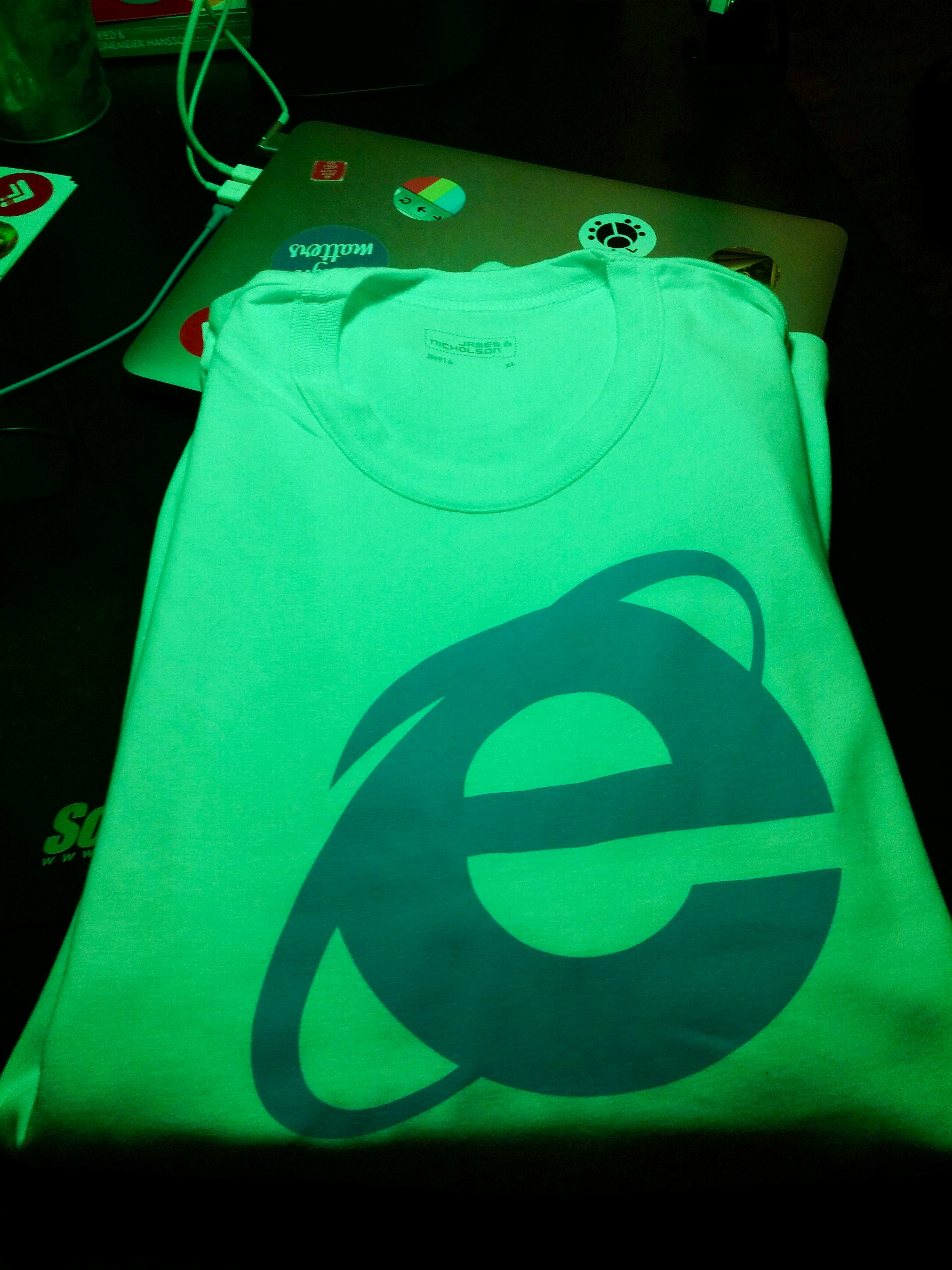 IE t-shirt in size L